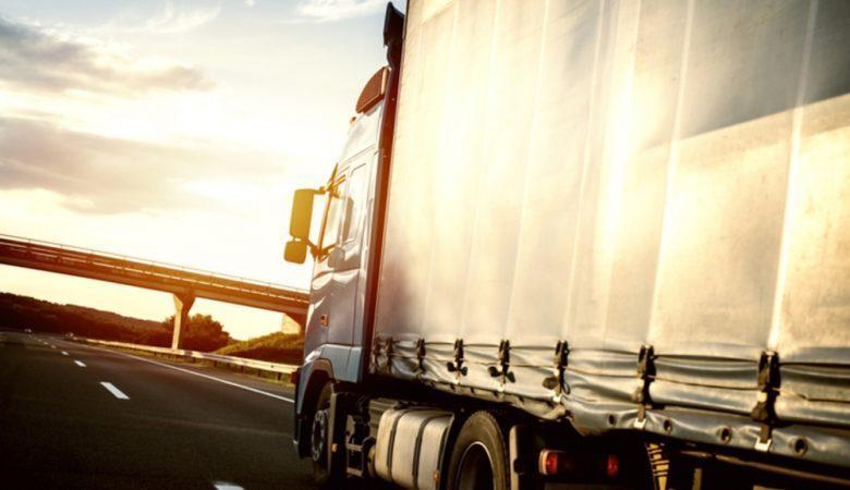 5 dicas para comprar a melhor lona para caminhão